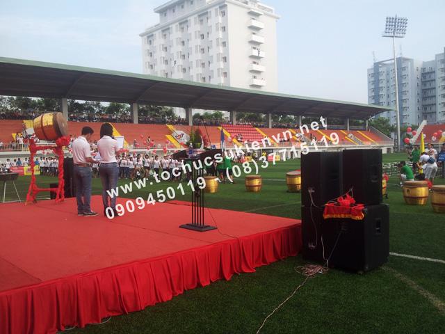 Cho thuê bục sân khấu khai mạc bóng đá trường Đại học Tôn Đức Thắng