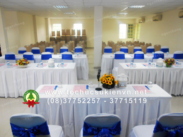 Cho thuê bàn dài chữ nhật hội nghị 4