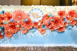 Thiết kế backdrop hoa giấy cho tiệc cưới