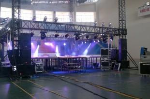 Bố trí hệ thống ánh sáng chuyên nghiệp cho sân khấu