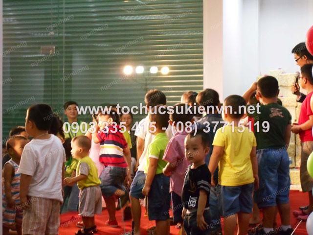 Cho thuê bục sân khấu tổ chức chương trình  1/6 HQC Plaza 9