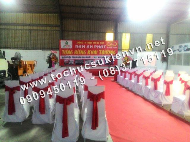 Cho thuê bàn ghế tại lễ khai trương Nam An Phát 4