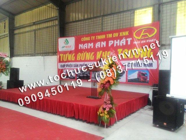 Cho thuê bàn ghế tại lễ khai trương Nam An Phát 5