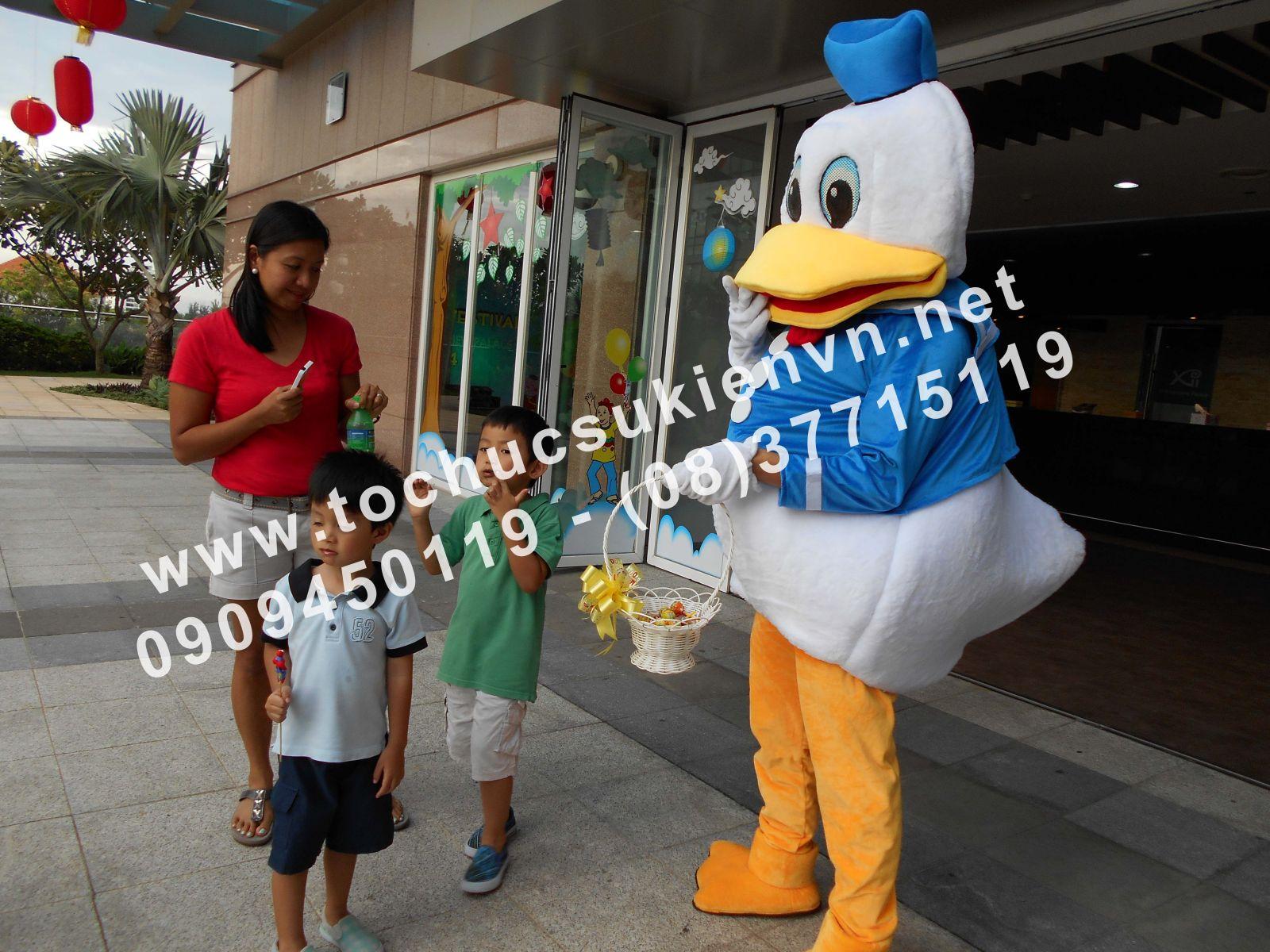 Cho thuê mascot gấu pooh, chuột micky Ngàn Thông 2