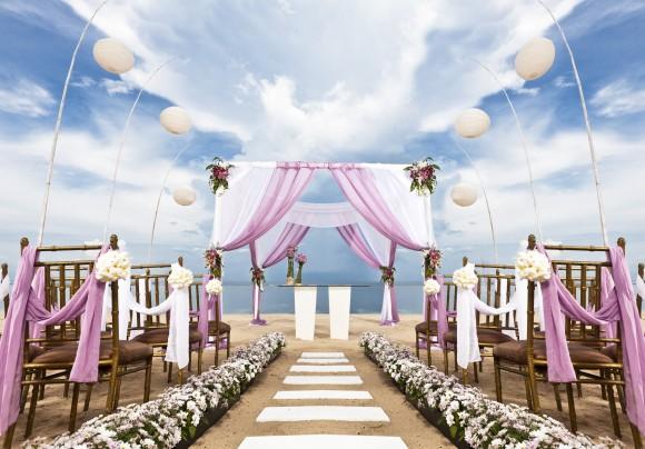 Thiết kế sân khấu ngoài trời cho tiệc cưới