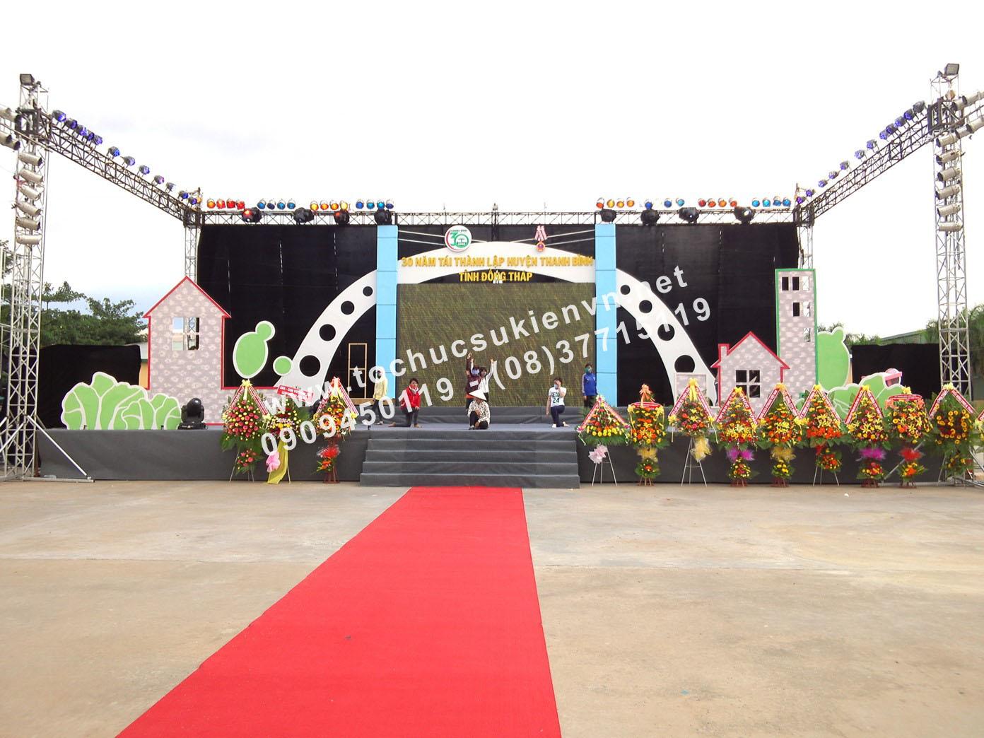 Ngàn Thông thiết kế sân khấu sự kiện