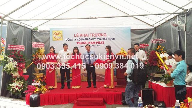 Cho thuê bục sân khấu khai trương Trung Nam Phát 4