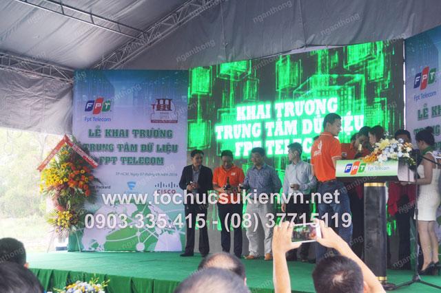 Cho thuê sân khấu lễ khai trương FPT