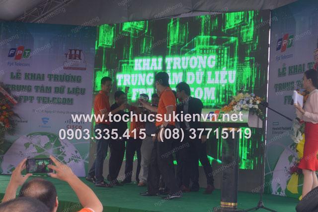 Cho thuê sân khấu lễ khai trương FPT 3