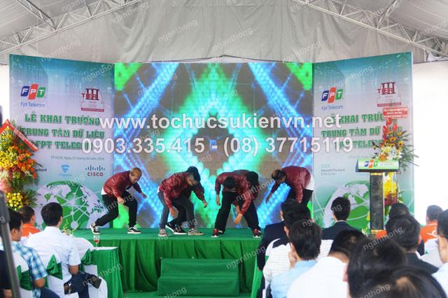 Cho thuê nhóm múa tại lễ khai trương FPT