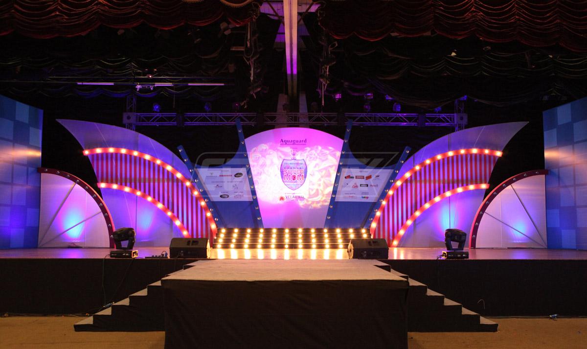 Thiết kế sân khấu cho buổi họp báo