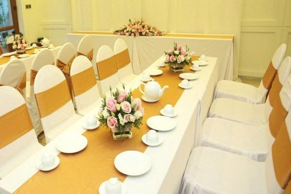 mẫu cho thuê bàn ghế đám cưới độc đáo