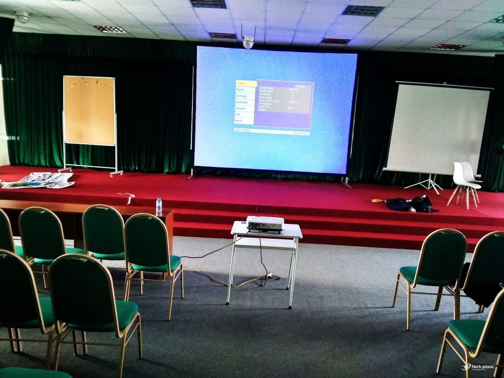 thuê máy chiếu tổ chức sự kiện